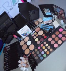 Kit make-up profesional OFRA in geanta
